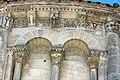 Reich geschmückt, die romanische Apsis (12. Jahrhundert) der Kirche Saint-Vivien-de-Medoc. 13.jpg