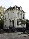 foto van Villa in eclectische stijl met bijbehorend hekwerk