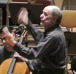 Roger Norrington conducting at rehearsal (cropped).jpg