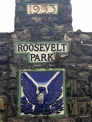 Roosevelt Park (Edison, New Jersey) - Roosevelt Park stone monument (detail, top front)
