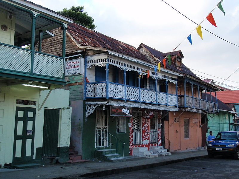 Portos do Caribe hoje 800px-Roseau_in_the_Morning2