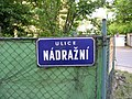 Roztoky, ulice Nádražní, tabule.jpg