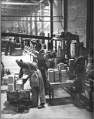 Ceramic engineering - Leo Morandi's tile glazing line (circa 1945)