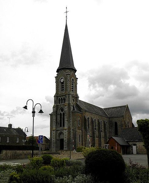 Église Saint-Médard de Saint-Mars-sur-Colmont (53). Façade occidentale et flanc sud.
