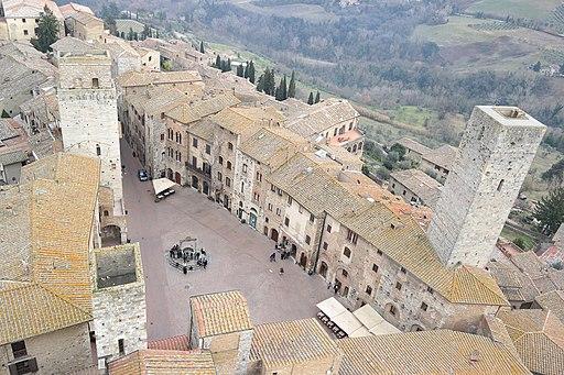 Piazza della Cisterna, vista da Torre Grossa