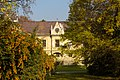 Schlossanlage Walterskirchen, Hainburg (Frontalansicht, Querformat).jpg