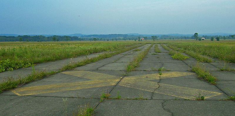 File:Shawangunk Grasslands NWR runways 2.jpg
