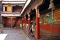 Shigatse-Tashilhunpo-54-Innenhof-2014-gje.jpg