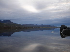 Skessuhorn reflected in Skorradalsvatn.jpg