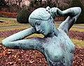 Skulptur Stadtpark Steglitz (Stegl) Erwachsenes Mädchen Julius Limburg 4.jpg