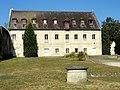 Soissons (02), abbaye Saint-Jean-des-Vignes, bâtiment moderne dans l'enceinte de l'abbaye, à l'angle sud-ouest de l'enclos.jpg