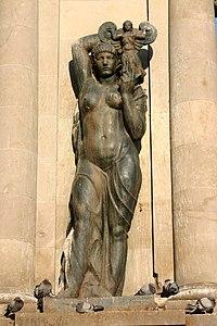 Dona amb àngel