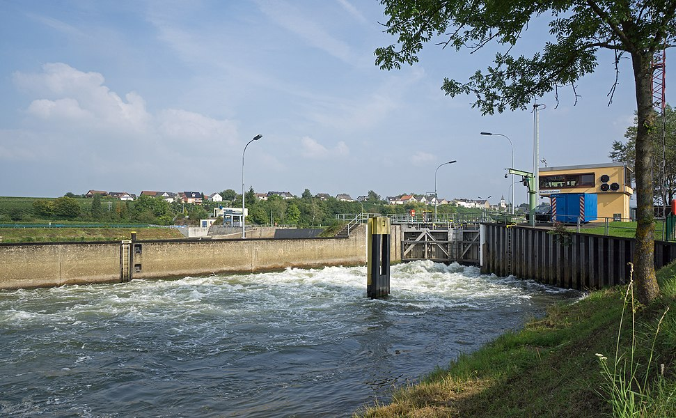 Canal lock in Stadtbredimus during emptying