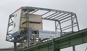 Neumayer-Station III - An image of a part of the station's steel structure as well as two ship containers in Bremerhaven during an open-house day