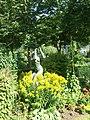Statue à l'Arboretum Gaston Allard - Le soleil me gène - panoramio.jpg
