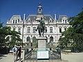 Statue of Richemont in Vannes (1).jpg