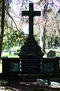 Stuttgart Pragfriedhof Albert Schäffle.JPG