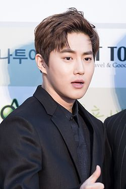 Suho - 2016 Gaon Chart K-pop Awards red carpet.jpg
