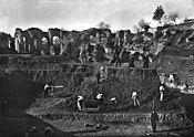 Temporary narrow-gauge railway at Gallo-Roman Amphitheatre at Saintes (Charente-Maritime) 02.jpg