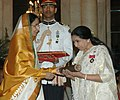 The President, Smt. Pratibha Devisingh Patil presenting the Padma Vibhushan to Dr.(Smt.) Asha Bhosle, famous playback singer, at an Investiture-I Ceremony, at Rashtrapati Bhavan, in New Delhi on May 05, 2008.jpg