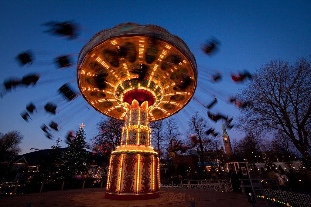 Manège au parc de Tivoli dans Indre By à Copenhague - Photo de Stig Nygaard