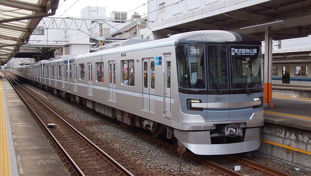 日比谷線の最新鋭車両13000系(西新井駅にて)