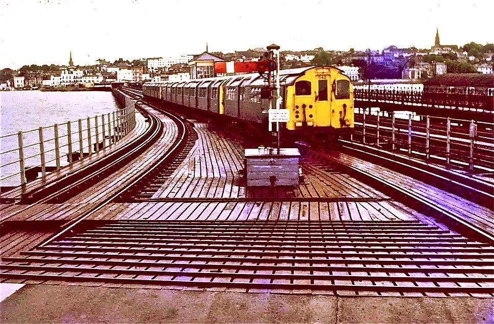 Train approaching Ryde Pier Head station in 1969
