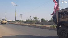 Datei:US military convoy passes through Qamishli as it re-enters northeast Syria.ogv