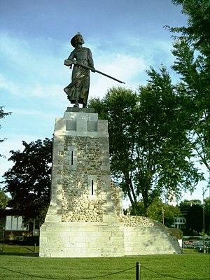 Verchères - Statue honouring heroine Madeleine de Verchères.
