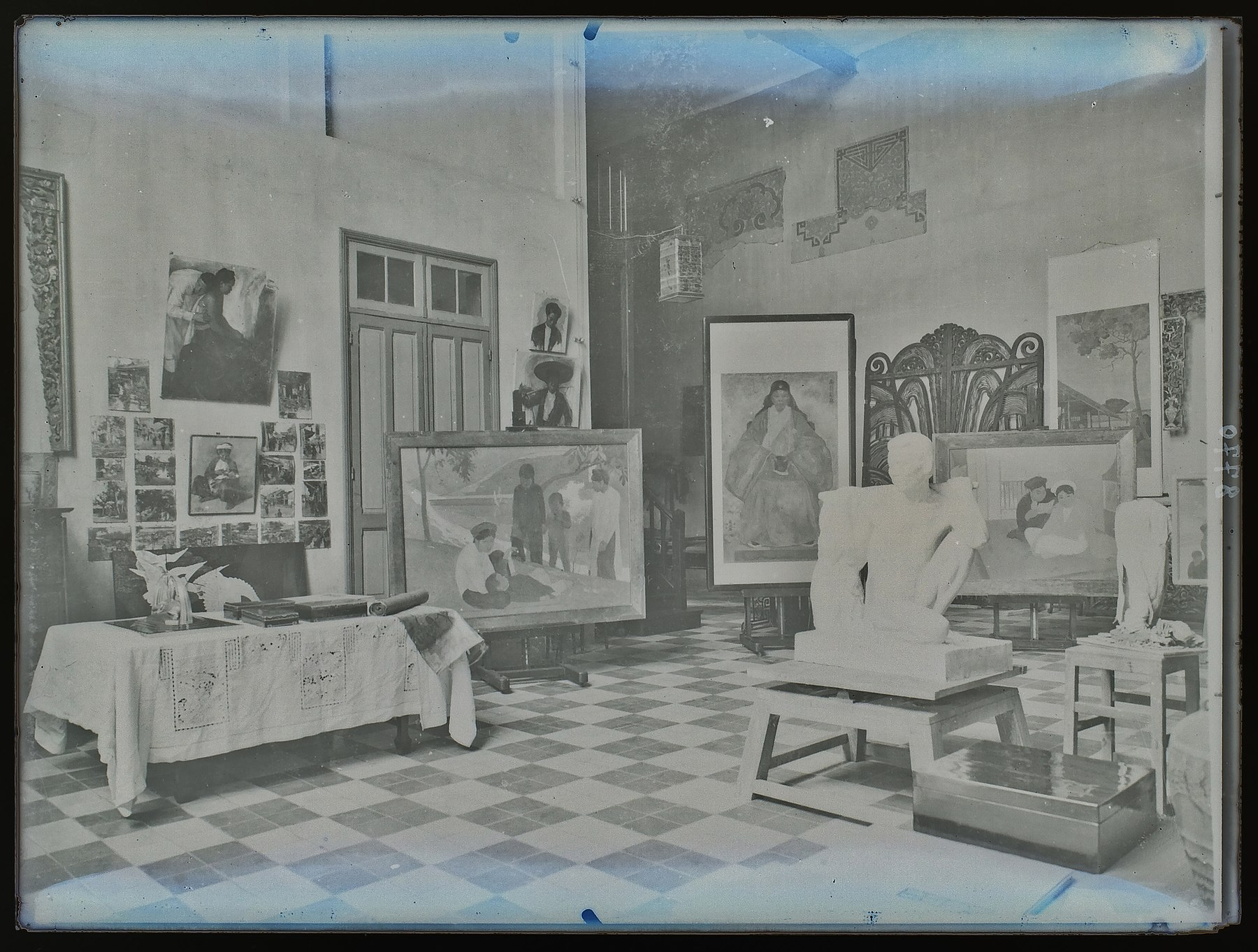 Vietnam University of Fine Arts art works in early 1930s.jpg
