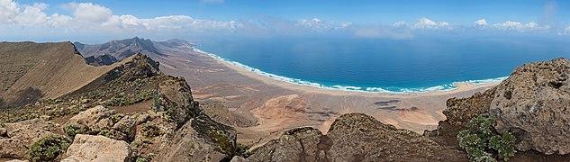 View from Pico de la Zarza 07.jpg