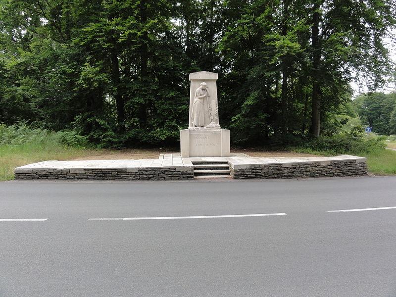 Villers-Cotterêts (Aisne) CWGC-cemetery Guard's Grave Villers-Cotterets Forest