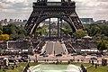 Vision sous la tour Eiffel.jpg