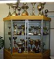 Vitrina trofeos de Atletismo en San Carlos de Apoquindo, oficina atletismo, rugby y hockey (foto 2).JPG