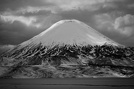 Parinacota after snowfall Volcan Parinacota (lago chungara).jpg