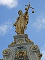 Vrouwe Justitia-beeld op de Civiele Griffie, Burg 11 2, Brugge.JPG