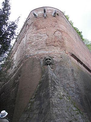 Fortezza Medicea (Siena) - Image: Walls of Siena 4