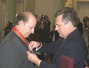 Wiesław Ochman - Polish President Aleksander Kwaśniewski awards Wiesław Ochman the Commander's Cross with Star of the Order of Polonia Restituta.