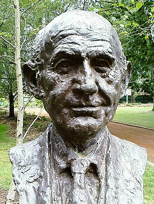 Victor Greenhalgh - Image: William Mc Mahon bust
