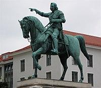 Wittelsbacherplatz Reiterstandbild Maximilian I. Muenchen-2.jpg