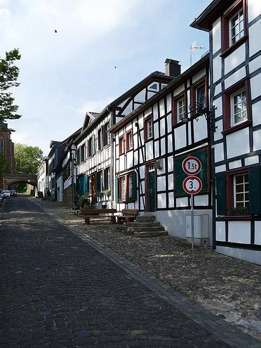 512px-Wohnhaus_Kirchberg_2%2C_Kommern.jpg