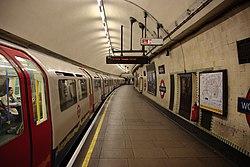 WoodGreen - Train in westbound platform before (4570788997).jpg