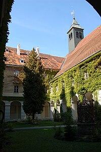 WrNeustadt Neukloster Kreuzgang.JPG