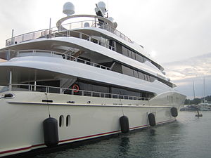 Eminence (yacht) - Image: Yacht Eminence 02