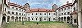 Zamek,Niemodlin,dziedziniec.jpg