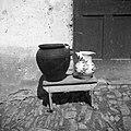 Zemljen lonec, star cca. 250 let in star bokau za vino (bokau drži 4 šmvne vina), Šlomberk 1953.jpg