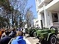Воины Восточного военного округа угощают хабаровчан солдатской кашей 9 мая 2015.JPG