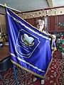 Надія Василівна Ащенко з прапором Макарівської гімназії.jpg