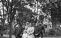 Супрацоўнікі рэдакцыі «Нашай Нівы» разам з сям'ёй Менке падчас вандроўкі па ваколіцах Вільні. Вясна 1915 г. (БДАМЛМ).jpg