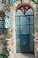 כניסה יפה לאחד הבתים בראש פינה העתיקה.jpg